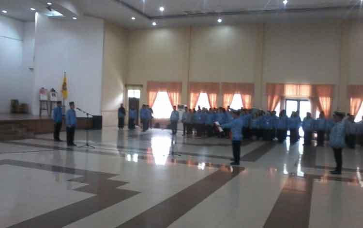 Bupati Katingan Sakariyas saat menyampaikan sambutannya di kegiatan apel gabungan Korpri Selasa (17/9/2019).
