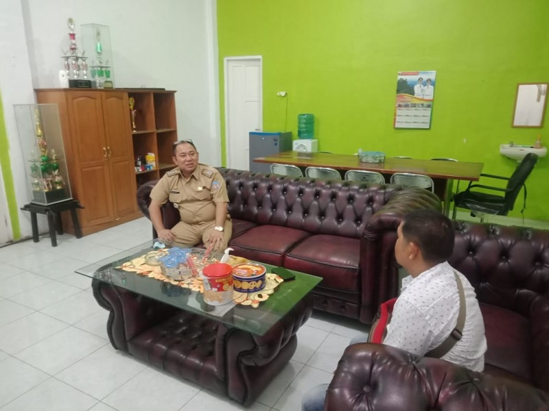 Camat Murung Banjang Jalin saat memberikan keterangan kepada awak media, Rabu (9/10/2019).