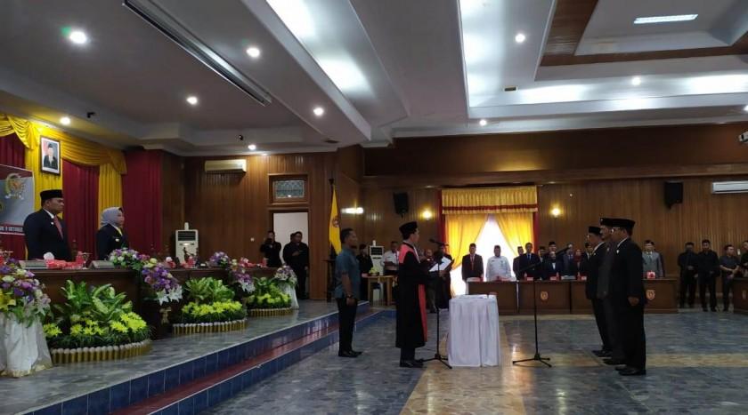 Tiga unsur pimpinan DPRD Kobar saat dilantik Rabu (9/10/2019).