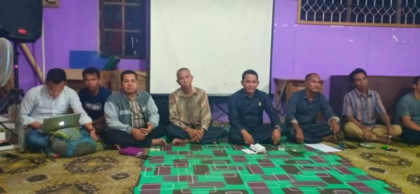 Wakil Ketua II DPRD Mura saat bertatap muka dengan warga ketika menggelar reses, Jumat (11/10/2019).