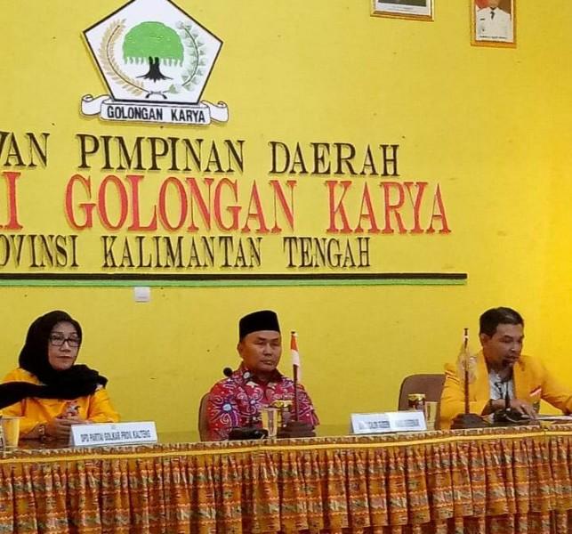 Petahana Sugianto Sabran saat mendafttar di Kantor DPD Golkar Kamis (10/11/2019).