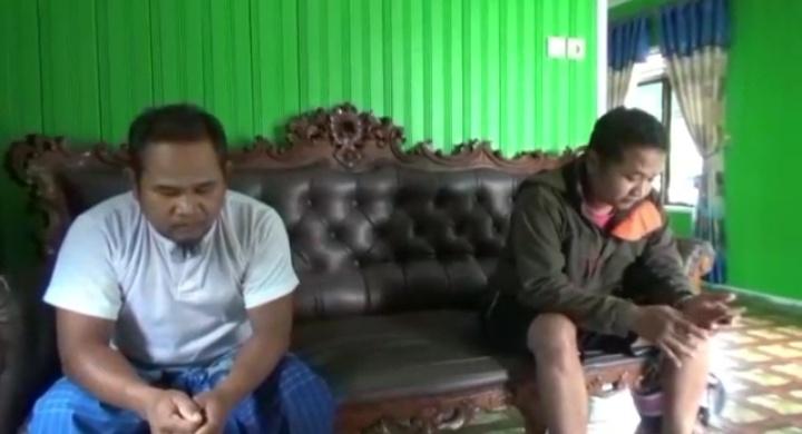 Kakak korban Junaidi saat menceritakan kepada awak media.
