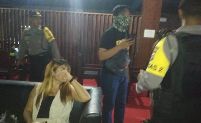 Anggota Polres Palangka Raya saat menggelar razia di warung remang-remang Jumat (11/10/2019) tadi malam.