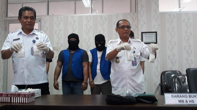 Kepala BNNP Kalteng Brigjen Pol Marudut. H saaat memperlihatkan barbuk sabu kepada awak media, Rabu (16/10/2019) siang.