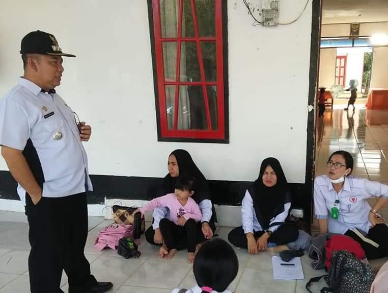 Camat Murung Banjang Jalin saat berdialog dengan petugas Posyandu baru-baru ini.