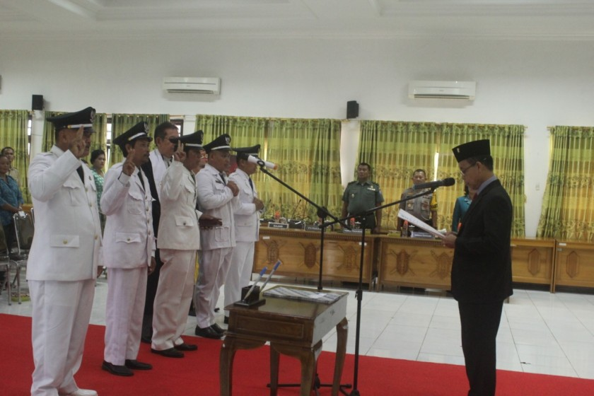 Bupati Katingan Sakariyas saat melantik 7 Pj Kades di Aula Bappelitbang Senin (21/10/2019).