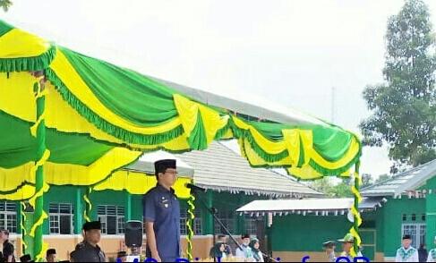 Bupati Mura Perdie M Yoseph saat memimpin upacara peringati Hari Santri Nasional Selasa (22/10/2019).