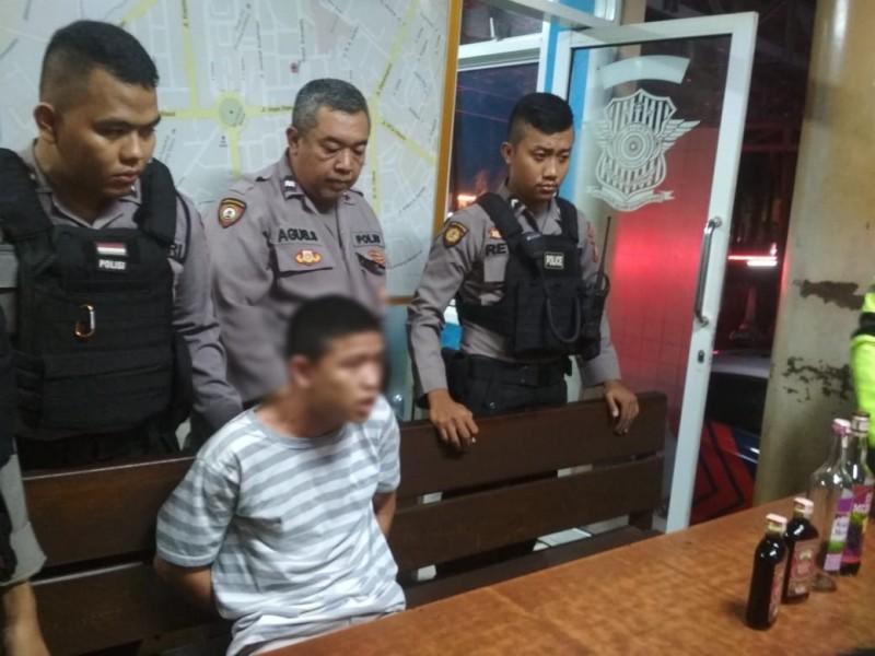 Salah seorang remaja saat diamankan di Pos Satlantas Bundaran Besar Rabu (23/10/2019).
