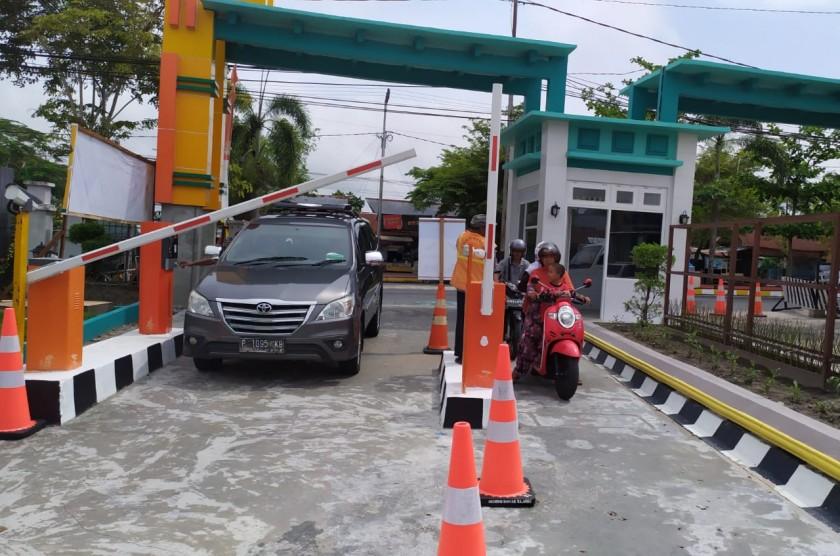 E-Parkir di halaman RSUD Imanuddin saat dilintasi pengendara Jumat (25/10/2019).