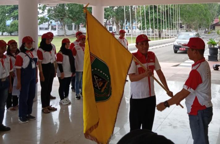 Asisten I Sekretariat Daerah Kabupaten Barito Selatan (Barsel) Drs H Jumadisaat melepas kontingen Sabtu (26/10/2019).