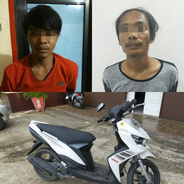 Kedua pelaku saat diamankan bersama barang bukti sepeda motor Minggu (27/10/2019).
