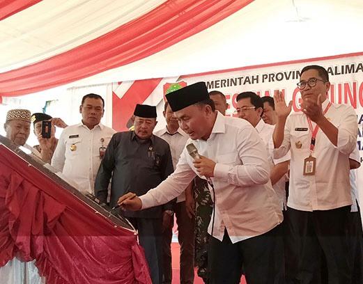 Gubernur Kalteng Sugianto Sabran saat meresmikan Kantor Disperkimtan Kalteng Rabu (23/10/2019).
