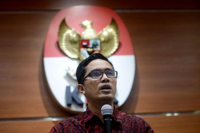 Jubir KPK Febri Diansyah saat memberikan keterangan terkait penetapan status tersangka mantan Bupati Seruyan Darwan Ali Senin (14/10/2019) malam.