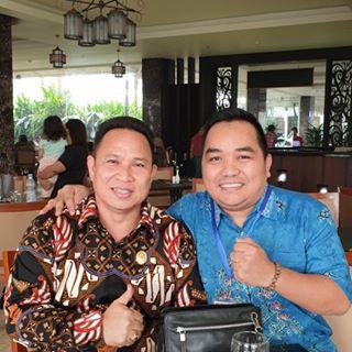 Ketua DPRD Mura Doni SP, M.Si saat poto bersama warga.