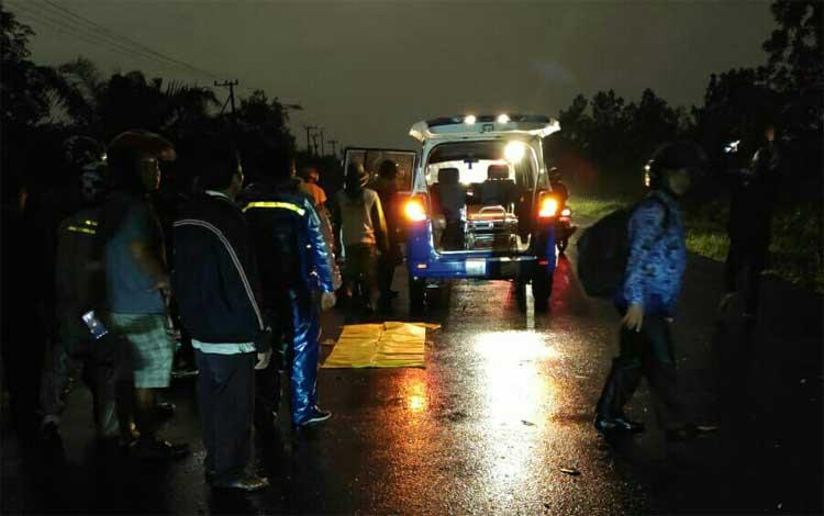 IST- Korban saat dievakuais petugas seusai kejadian Kamis (17/10/2019) malam.