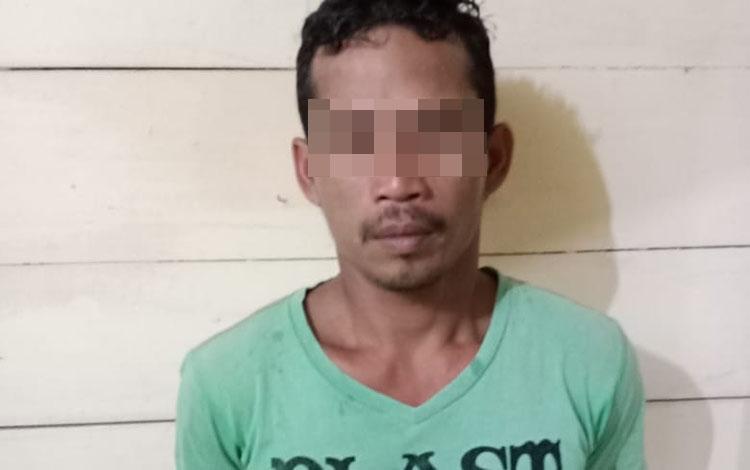 Pelaku saat diamankan di Mapolsek Antang Kalang Rabu (30/10/2019).