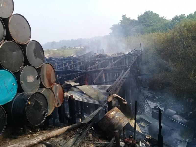 Bangunan ruko saat menyisakan puing bangunan usai terbakar Minggu (17/11/2019).