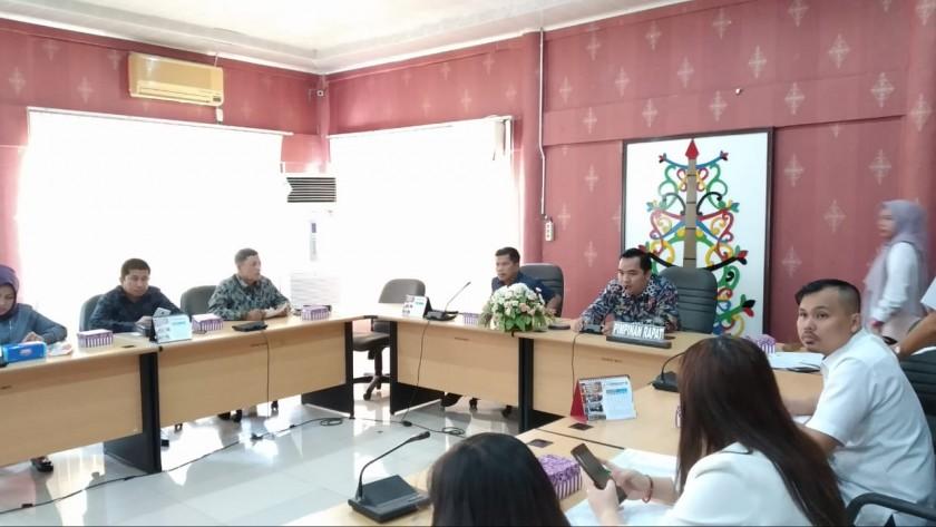 DPRD Kota Palangka Raya saat menggelar pertemuan dalam rangka kunjungan kerja DPRD Kotabaru Rabu (20/11/2019).