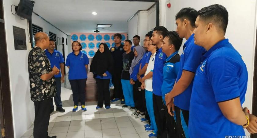 Kepala BNNK Kobar AKBP I Wayan Korna saat mengintruksikan puluhan anggotanya agar melakukan tes urine Jumat (1/11/2019) pagi.