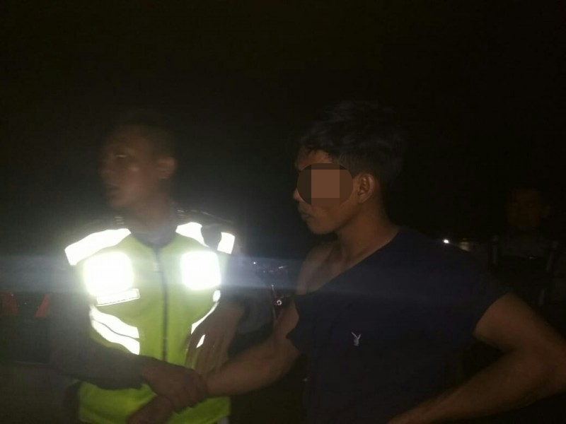 Oknum pria saat diamankan anggota Polres Palangka Raya Sabtu (2/11/2019) tadi malam.