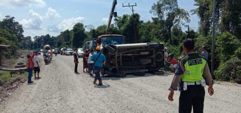 Mobil Avanza saat terguling di ruas Jalan Tjilik Riwut Senin (4/11/2019).
