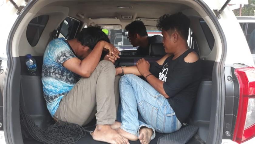Kedua pelaku saat ditangkap anggota kemudian diamankan beserta mobilnya Rabu (6/11/2019).