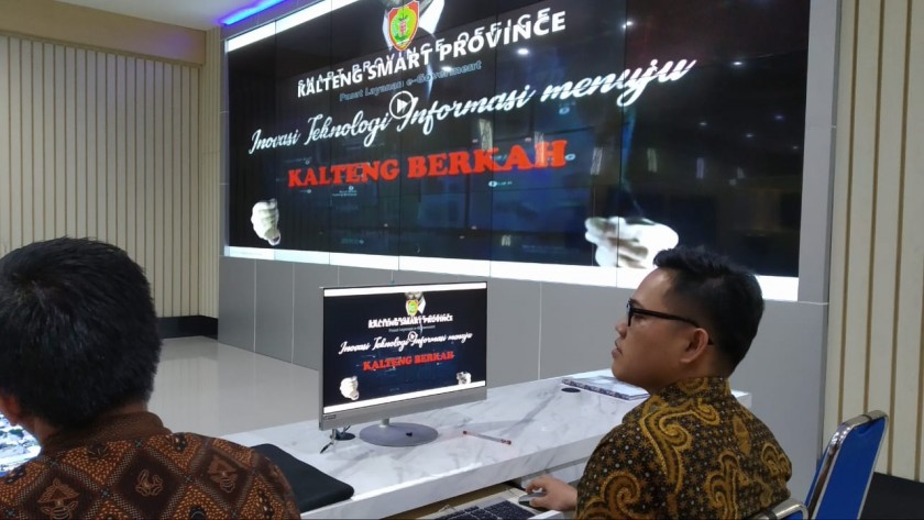 COMMAND CENTER: AP/KE - Salah satu ruangan command center Provinsi Kalteng yang merupakan pusat program Satu Data Indonesia wilayah Kalteng.