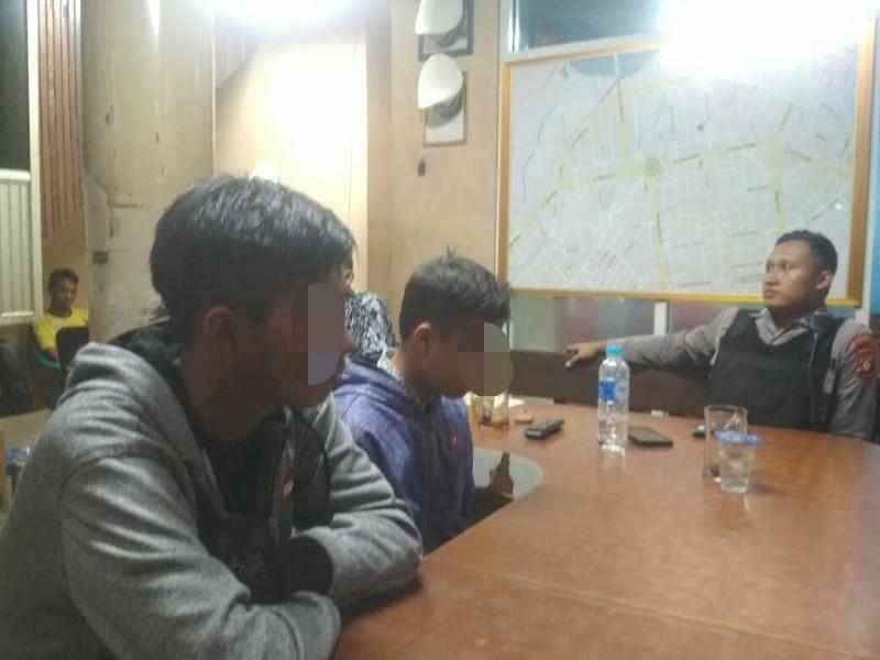 Remaja berinisial JL saat menyesali perbuatannya didepan anggota Satlantas Polesta Palangka Raya saat diciduk Minggu (10/11/2019) dini hari.