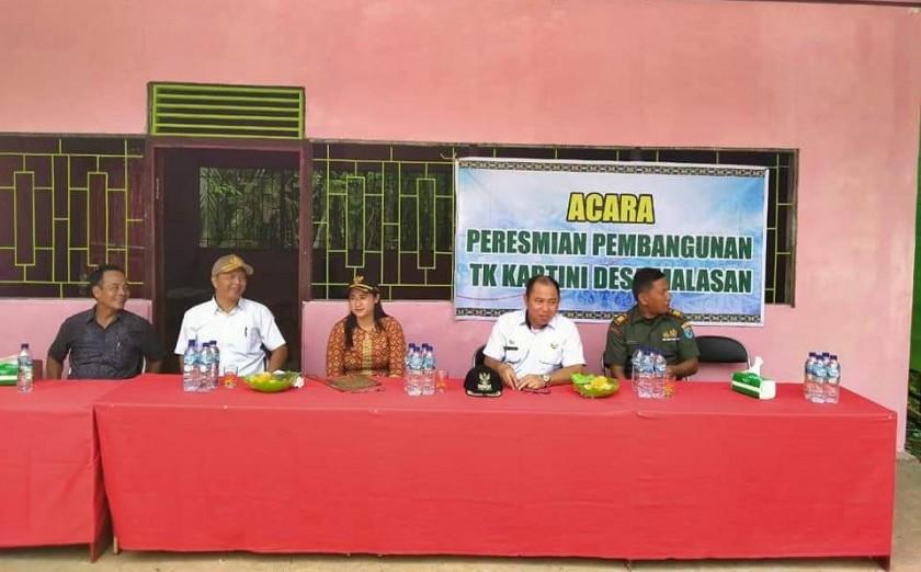 Camat Murung Banjang Jalin saat menghadiri kegiatan peresmian PAUD TK Kartini, Rabu (13/11/2019).