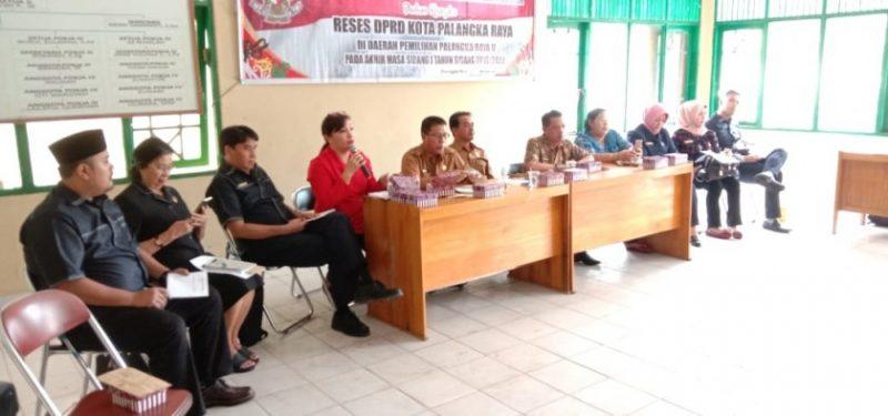 Suasana reses anggota DPRD Kota Palangka Raya Dapil 2 ke Kelurahan Menteng, Kamis (14/10/2019).