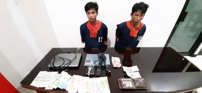 Dua pelaku saat diamankan di Mapolres Barut bersama barang bukti Kamis (14/11/2019).