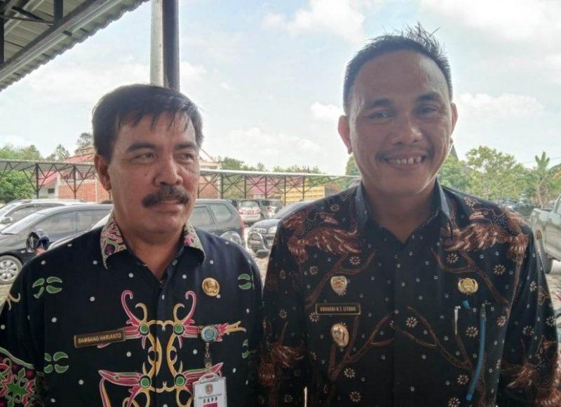 Wakil Bupati Katingan, Sunardi NT.Litang (Kanan) bersama Kepala BKPP Katingan Bambang Harianto S.IP (kiri) saat berikam keterangan pers terkait penerimaan CPNS sistem online.
