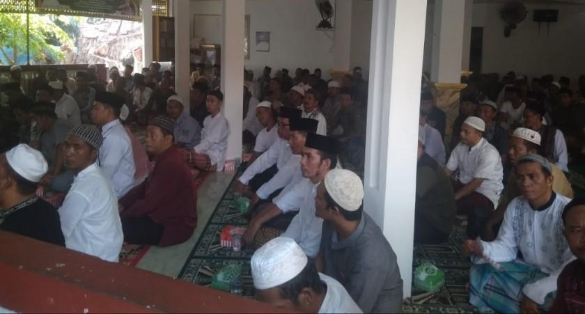 Ratusan Napi Lapas Pangkalan Bun saat menghadiri maulid Nabi Muhammad SAW di Lapas setempat Sabtu (16/11/2019).