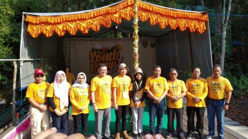 Kepala BRG RI Nazir Foead saat berfoto bersama dengan peserta Kemah Pemuda Peduli Gambut 2019.
