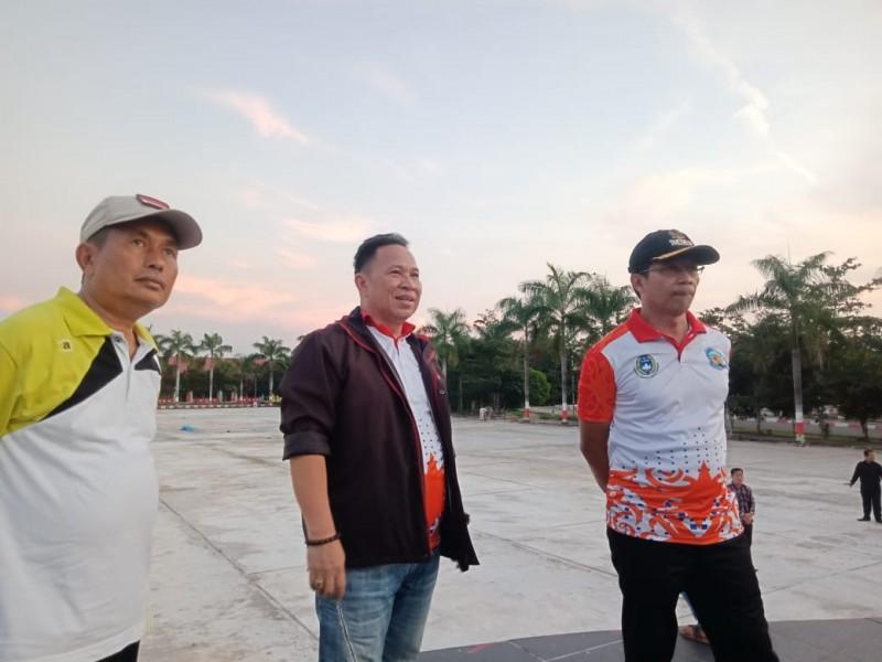 Ketua DPRD Mura Doni dan Bupati Mura Perdie serta Wakil Bupati Rejikinoor saat meninjau pembangunan infrastruktur di Kabupaten Mura.