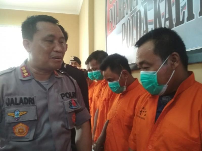Kapolresta Palangka Raya Kombes Pol Dwi Tunggal Jaladri saat mengintrogasi pelaku.