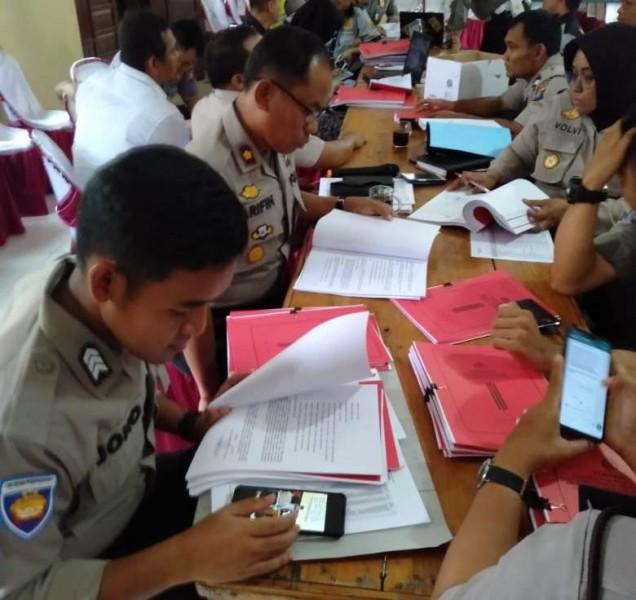 Wakapolres Katingan Kompol Arifin, saat memimpin pemeriksaan Perwabku Kamis (21/11/2019).