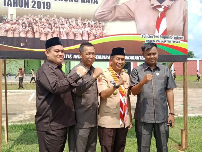 Anggota DPRD Mura Johansyah saat poto bersama dengan Wakil Bupati Mura Rejikinoor dan anggota dewan lainnya seusai menghadiri upacara peringati Hari Jadi Pramuka Jumat (22/11/2019).