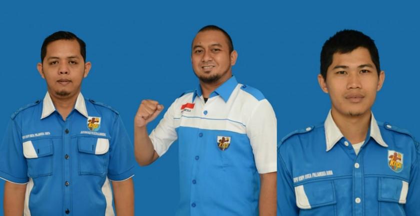 Sekretaris KNPI Palangka Raya Akhmad Rusdiyannoor (kiri), Ketua KNPI Palangka Raya Wahid Yusuf (tengah), bendahara KNPI Palangka Raya Hatminudin (kanan).