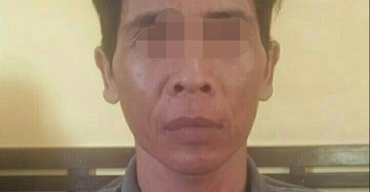 Tersangka saat diamankan di Mapolsek Pangkalan Banteng Jumat (29/11/2019).