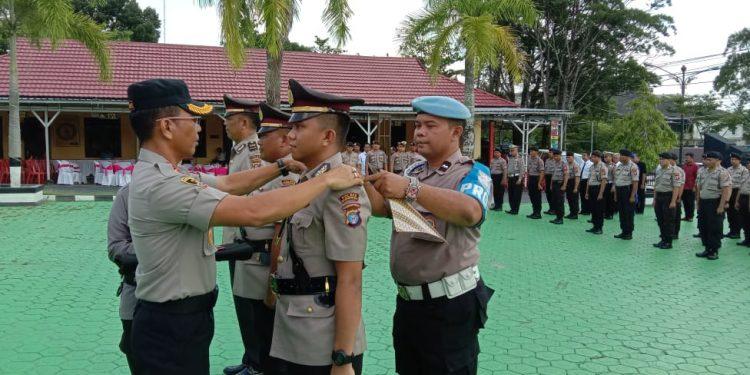 Kapolres Kobar AKBP E. Dharma B Ginting saat melakukan sertijab terhadap tiga perwira Sabtu (30/11/2019).