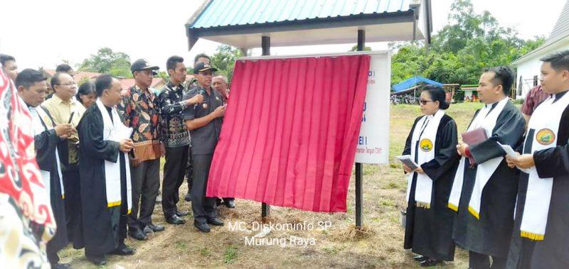 Bupati Mura Perdie M Yoseph saat meresmikan Gereja Gelilea Kamis (12/12/2019) lalu.