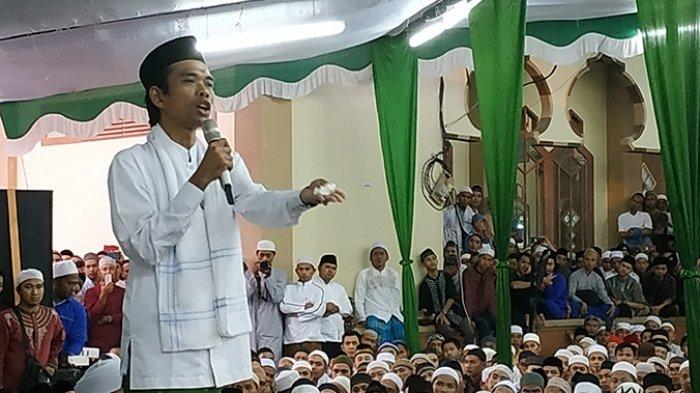 IST-Ustad Abdul Somad saat memberikan tausiah kepada warga.