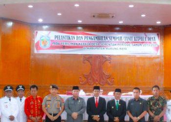Bupati Mura Perdie M Yoseph dan Wabup Rejikinoor saat poto bersama dengan kades terpilih saat dilantik belum lama ini.