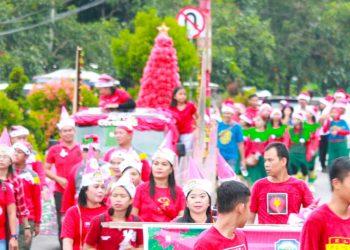 Ratusan peserta saat mengikuti pawai parade Natal yang dilaksanakan Minggu (22/12/2019).