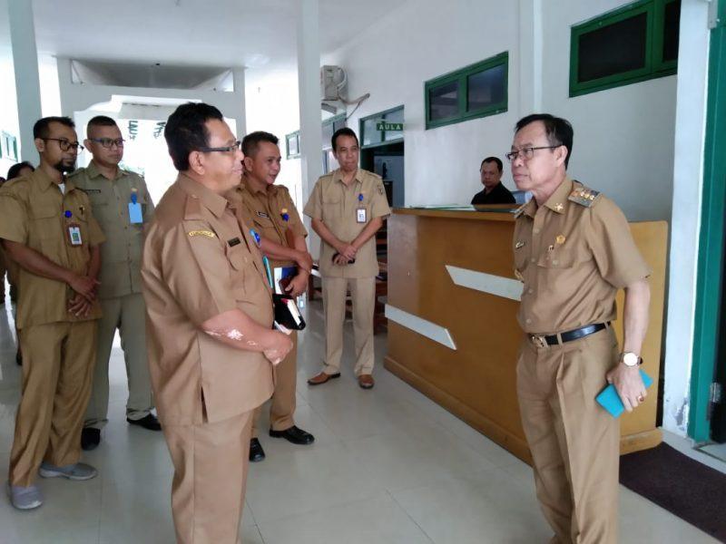 Bupati Katingan Sakariyas saat menggelat sidak ke kantor salah satu OPD Senin (2/12/2019).