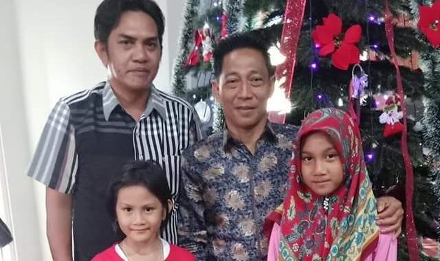 Anggota DPRD Mura Heriyus saat poto bersama anggota keluarganya.