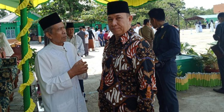 Ketua DPRD Mura Dono SP saat berbicara dengan warga baru-baru ini.