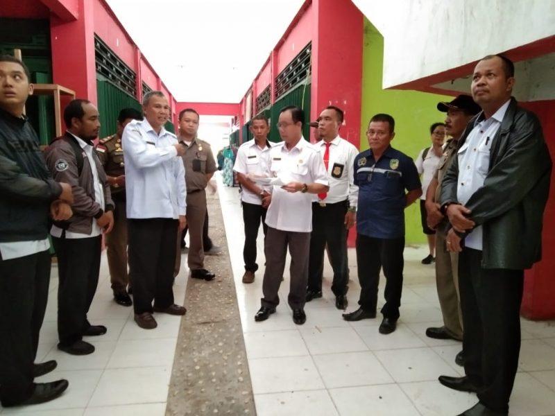 Bupati Katingan Sakariyas dan jajarannya saat meninjau blok pasar Kasongan Rabu (4/12/2019).