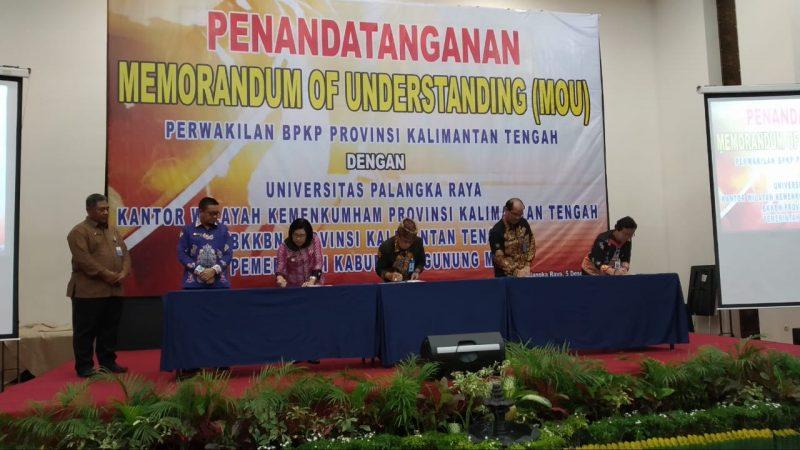 Penandatanganan MoU antara BPKP Perwakilan Kalteng dan UPR.
